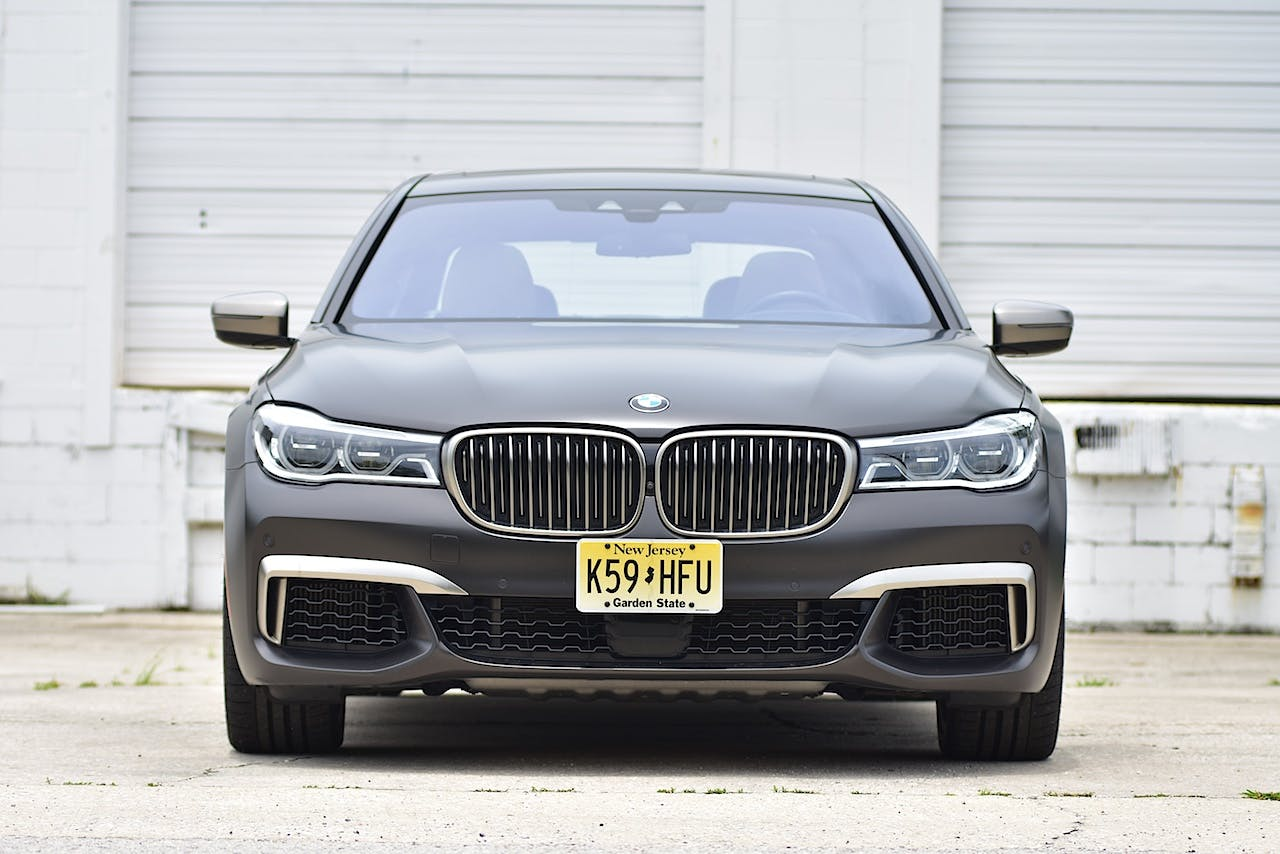 2017 BMW 7 Series Review | CARFAX Vehicle Research