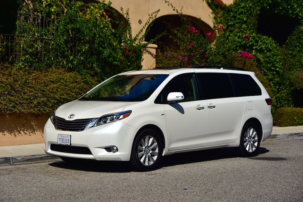 Minivans With A Standard Backup Camera