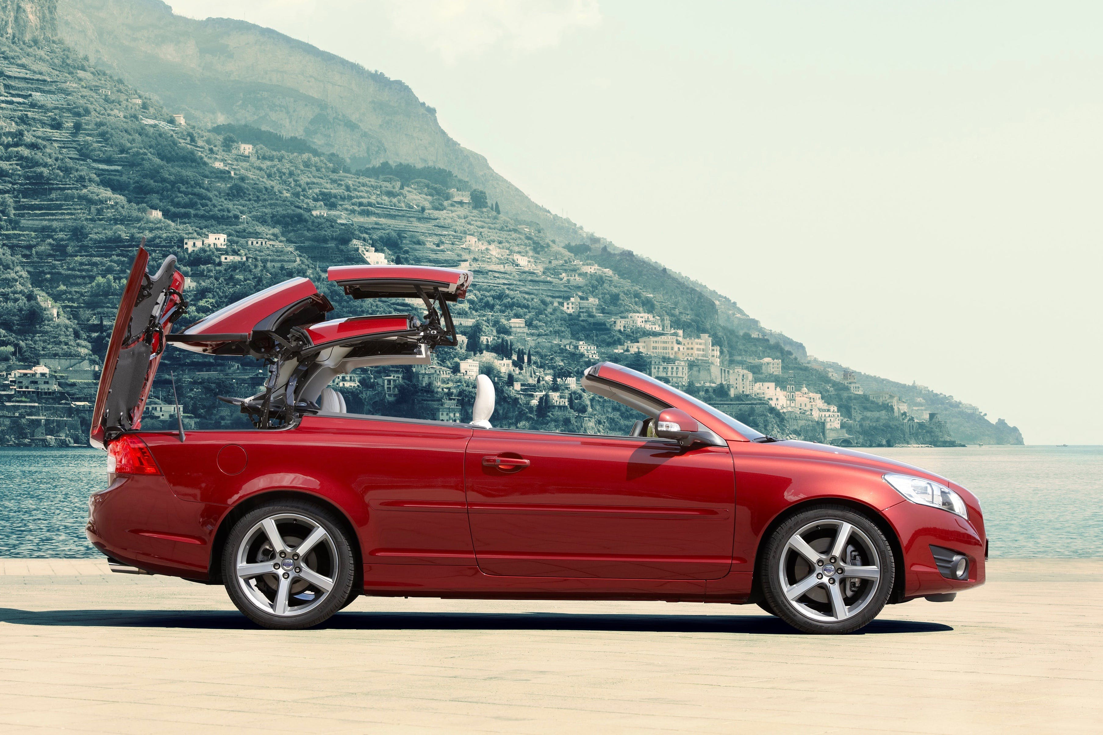 5 Best Used Convertibles with Retractable Hardtops | CARFAX Blog