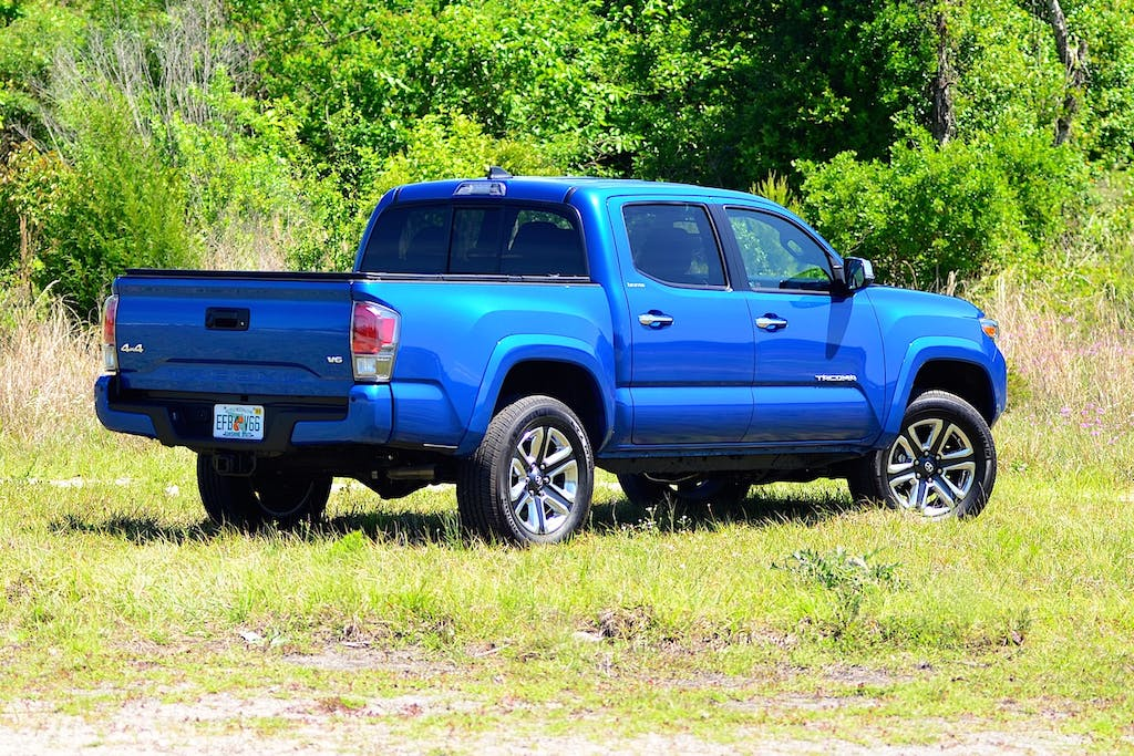 Used Chevrolet Colorado vs  Toyota Tacoma: Which is Better