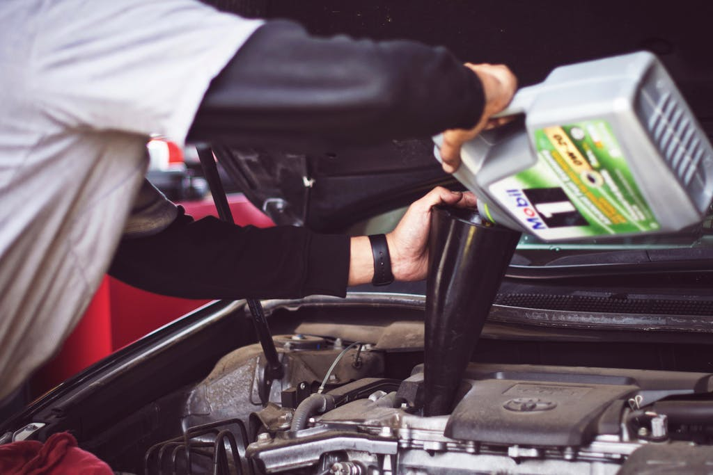 Synthetic Oil Change >> Should I Spend More On A Synthetic Oil Change Carfax Blog