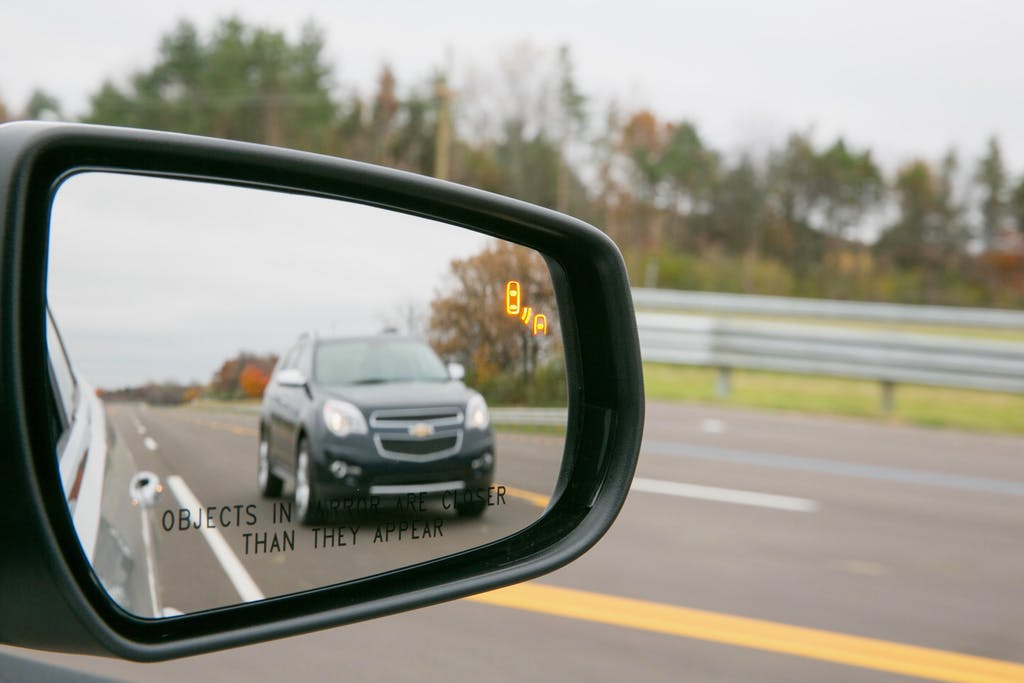Blind Spot Monitor in Side View Mirror