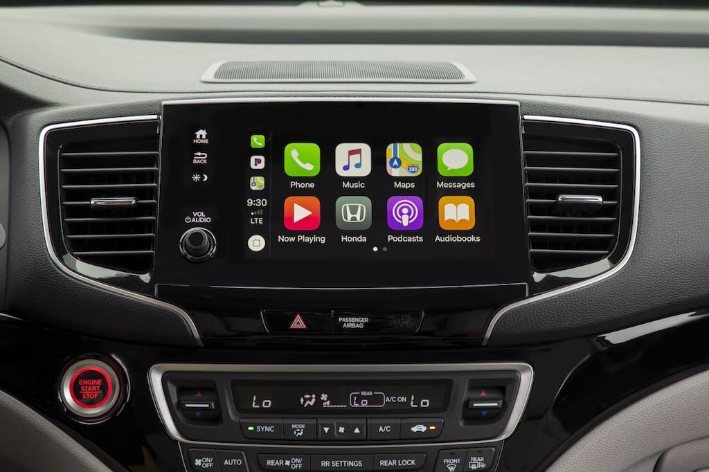 Pilot infotainment system with CarPlay