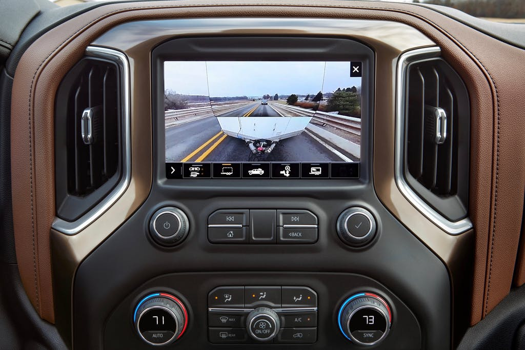 The transparent trailer view from the 2020 Silverado 2500HD looks like the trailer is almost invisible