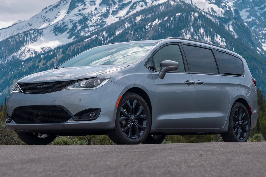 2019 Chrysler Pacifica Limited with S Appearance